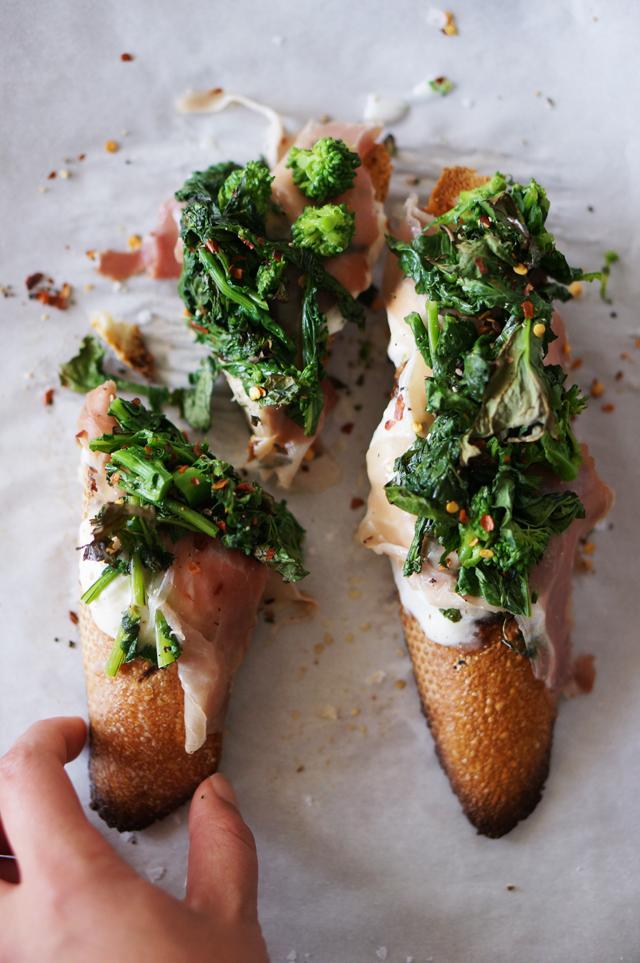 Broccoli-rabe-crostini-